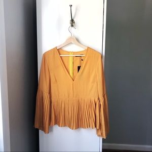 NWT Boohoo v neck pleated long sleeve blouse